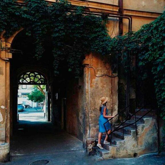 We`ll walk in the footsteps of famous guests of the city